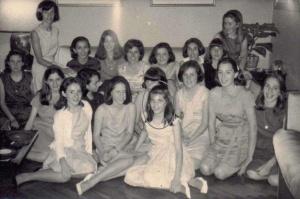 Marita y sus compañeras de colegio