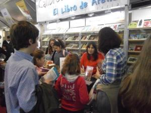 Los chicos me visitaron en el stand del Libro de Arena y de Editorial Atlántida